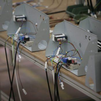Assemblaggi elettrici: linea di montaggio